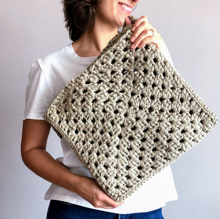 Granny Square Tape Yarn Bag in colour Sand shown by Susana from Fluffy Stitches