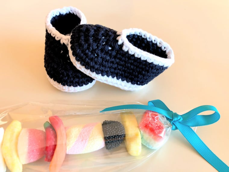 The crochet Parker baby booties from Sewrella made by Susana from Fluffy Stitches