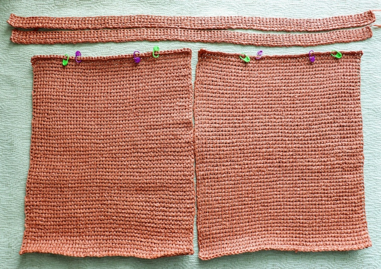 The 2 panels and 2 straps of the Tunisian raffia tote after blocking