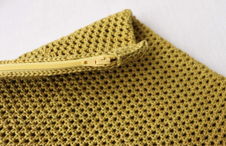 Detail of the top and zipper of the Crochet Eco-Friendly Fruit & Veggie Ba