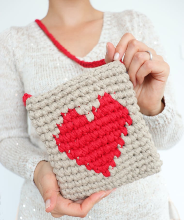 The lovely heart purse being held by Susana from Fluffy Stitches