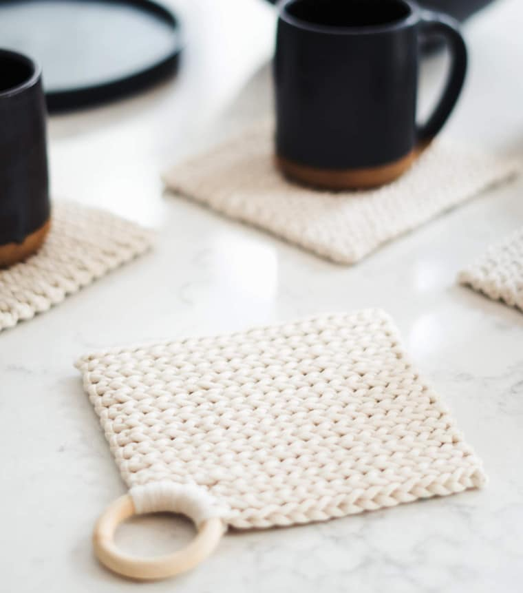 Exclusive potholder pattern from the book Modern Crochet