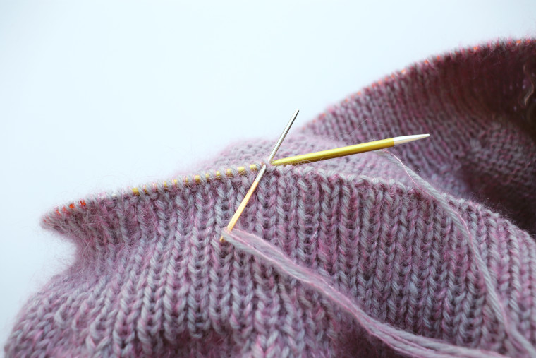 Picture of a tapestry needle being used to bind off a ribbing section